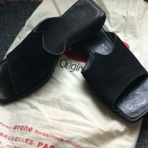 Arche black slides, size 39 (US 9).